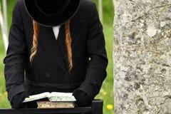 Orthodoxe Joods bidt, Joden, judaism, hasidim stock afbeeldingen