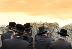 Orthodoxe Joods bidt, Joden, judaism, hasidim, achter, erachter royalty-vrije stock afbeelding