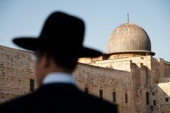 Orthodoxe Juden und Al-Aqsa Moschee Stockfoto