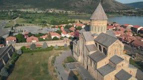 Orthodoxe Kathedrale Svetitskhoveli in Mtskheta, Georgia Kirche mit Wandgemälde des Tierkreises stock footage