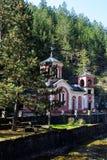 Orthodoxe kerk in bos van de berg van Mokra Gora, Servië royalty-vrije stock foto