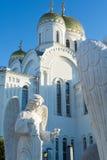 Orthodoxe kerk en engel Stock Foto