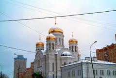 Orthodoxe Kerk in Moskou in wi Stock Afbeeldingen