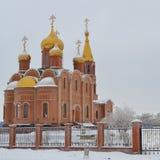 Orthodoxe kerk in sneeuw Stock Foto
