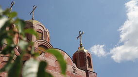 Orthodoxe Kerk van de baksteenbuitenkant buiten stock footage