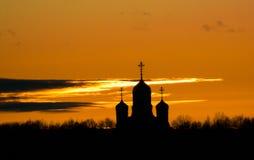 Orthodoxe Kirche bei Sonnenuntergang in der Kaluga-Region von Russland Stockfotografie