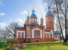 Orthodoxe Kirche des roten Backsteins in Cesis-Stadt, Lettland lizenzfreies stockbild