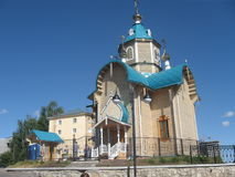 Orthodoxe Kirche, gemacht von den hölzernen Klotz lizenzfreie stockfotos