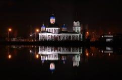 Orthodoxe Kirche in Sloviansk nachts Lizenzfreie Stockfotografie