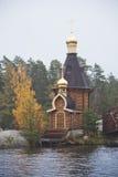 Orthodoxe Kirche von St Andrew auf Vuoksa-Fluss lizenzfreie stockfotografie