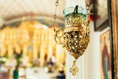 Orthodoxe pictogramlamp Kerkattributen Lampstandkerk Christendom en geloof Godsdienstige tempel Gebed en penitentie stock foto