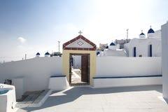Orthodoxer Kirchhof auf der Insel von Santorini, Griechenland Santorini, die Kykladen-Inseln, Griechenland, Europa lizenzfreie stockfotografie