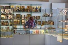 Orthodoxer Shop innerhalb der Kirche Stockbilder