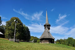 Orthodoxes hölzernes Kloster Stockfotografie