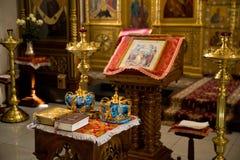 Orthodoxes Hochzeits-Zeremoniell lizenzfreie stockfotos