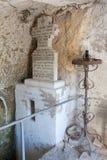 Orthodoxes Steinkreuz, innerhalb der Stein-gehauenen Kirchen von Iwanowo lizenzfreie stockfotos