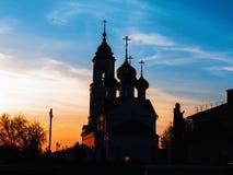 Orthodoxy kerk tijdens zonsondergang stock fotografie