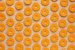 Orthopädischer Teppichabschluß der Massage oben Los orange Ringe entziehen Sie Hintergrund lizenzfreie stockfotos
