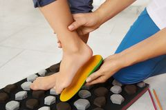 Orthopedic insoles. Fitting orthotic insoles. Flatfoot treatment. Podiatry clinic Stock Photos