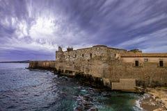 Ortigia海岛海岸线西勒鸠斯,西西里岛,意大利的  库存照片