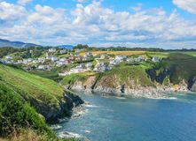 Ortiguera liten by nära San Augustin udde, Asturias, nordliga Spanien royaltyfri fotografi