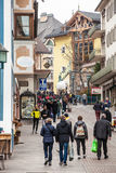 Ortisei, люди идя на улицу в центре города Италия Стоковое Изображение