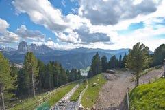 从缆索铁路的Ortisei的顶端看法 免版税库存图片