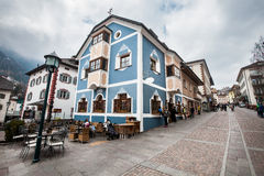 Ortisei, centro urbano Abitazione della costruzione colorata Europa, Italia Immagine Stock