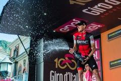 Ortisei, Itália 25 de maio de 2017: Tejay camionete Garderen, equipe de Bmc, comemora no pódio sua vitória Fotos de Stock