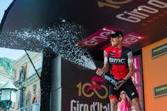 Ortisei, Itália 25 de maio de 2017: Tejay camionete Garderen, equipe de Bmc, comemora no pódio sua vitória Imagem de Stock