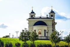 Ortodoksalny kościół chrześcijański na wzgórzu zdjęcia royalty free