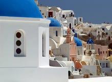 Ortodoksalny kościół w Oia wiosce w Santorini zdjęcia royalty free