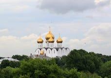 Ortodoksalny kościół z złotymi kopułami Obraz Royalty Free