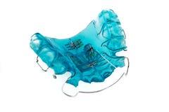 Ortodontic模型括号或托架 在白色背景的特写镜头 新的牙齿技术 现代颜色 文本或advertisi的Pleace 图库摄影