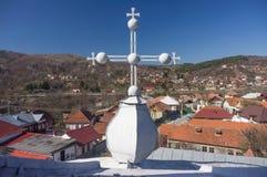 Ortodosso attraversi un villaggio Immagini Stock
