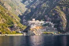 Ortodox grekisk kloster på Mount Athos Sikt från havet Dionysiou Arkivfoto