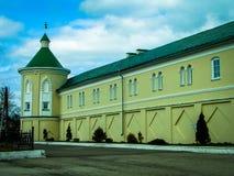 Ortodox kloster Tikhonova Pustyn i den Kaluga regionen (Ryssland) Royaltyfri Fotografi
