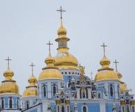 Ortodox kristen kyrka med Golden Dome arkivfoton