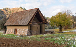 Ortodox kristen liten kyrka på byn av Galata i Cypr royaltyfria foton