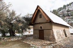 Ortodox kristen liten kyrka på byn av Galata i Cypr arkivfoto