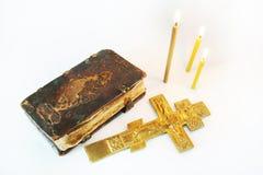 Ortodox kristen stilleben med metallkorsfästelse arkivfoto