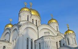 Ortodox kyrka av en kloster i Diveevo, Ryssland Royaltyfri Bild