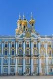 Ortodox kyrka av uppståndelsen med guld- kupoler av Catheri Royaltyfri Foto