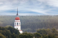 Ortodox kyrka för panoramalandskap Arkivfoton