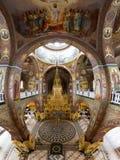 Ortodox kyrka i byn av Bancheni Arkivbild