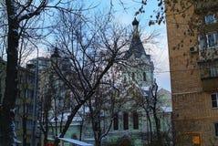 Ortodox kyrka i Moskva i vintern Arkivfoto