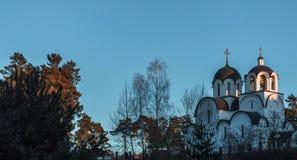 Ortodox kyrka i träna Arkivbild