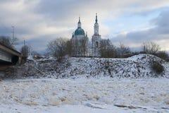 Ortodox kyrka på flodbanken Royaltyfria Foton