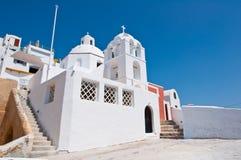 Ortodox kyrka på kanten av calderaen Fira ön av Santorini, Grekland Arkivbilder