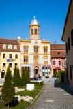 Ortodox kyrka på Piata Sfatului- mitten av Brasov Royaltyfri Fotografi